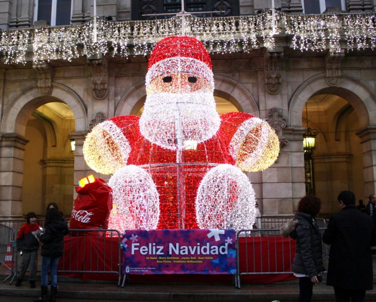 Père Noël illuminé à Madrid.
