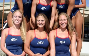 Équipe de natation féminine des USA en maillot de bain une pièce.