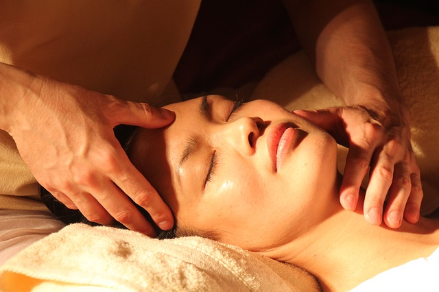 Massage à l'huile d'argan, pour la relaxation.
