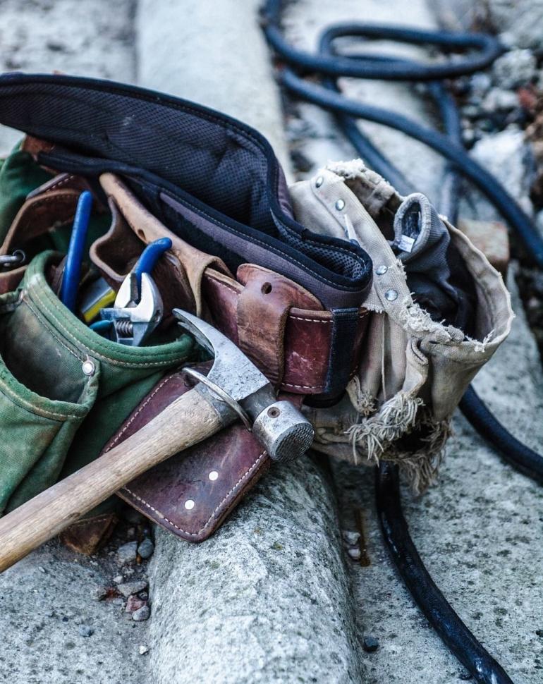 C'est une ceinture de bricolage, avec des outils.