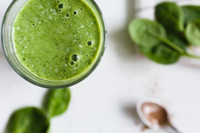 Jus vert, à base de fruits et légumes.