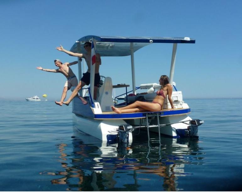 Les passagers d'un bateau sans permis loué par la société seaZen.