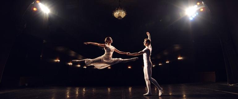 Deux danseurs classiques.