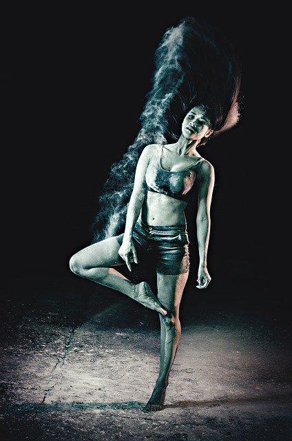 Danseuse de ballet pourpre