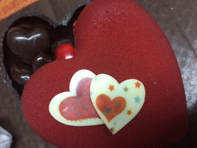 Boite chocolats en forme de cœur.